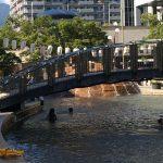 兵庫県の川遊びできるスポット。こんなところで川遊び??高級ホテルの横でこんな水遊びはいかが?
